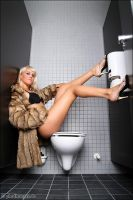 Anne on Toilet 2 by phothomas
