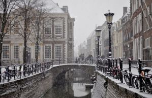 Drift Canal In Snow by sneakazz