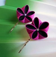 Fuchsia and black kanzashi by elblack