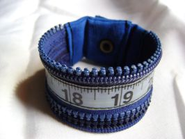 Bracelet en zip galon a mesure bleu by Emillye