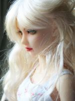 Roslyn_newfaceup__3 by indispoptart