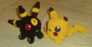 Amigurumi Umbreon and Pikachu by KasumiAngel