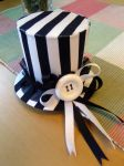Striped Hat and Button Choker by Vinterprinsessa