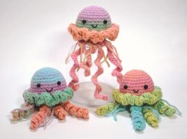 Colorful Jellyfish by craftyhanako