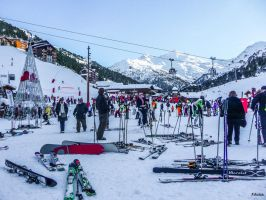 People Ski Snow by Rikitza
