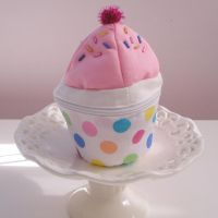 cup cake purse by tabithaemma