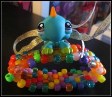 Littlest Pet Shop Lizard Cuff! by gwennimarie