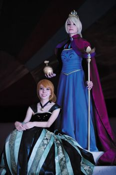 Coronation Anna and Elsa Cosplay by whitelilium