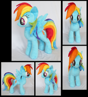 Rainbow Dash by fireflytwinkletoes
