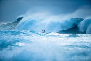 Storm surf by andreaswinter