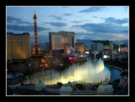Las Vegas fountaines by sandor-laza