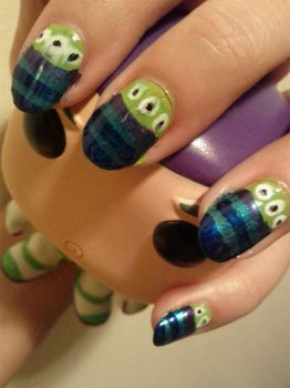 Toy Story Alien Nails by nhathy