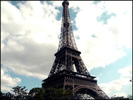 eiffel tower by Pbjpwned