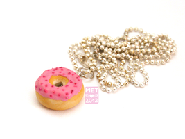 Rose Donut Necklace by Metterschlingel