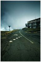 Road at Pico Do Arieiro by damnengine