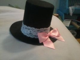 Mini lace and bow tophat by Rainbowkitty-Designs