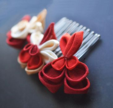 Bleeding hearts Kanzashi in kimono silk on a comb by hanatsukuri