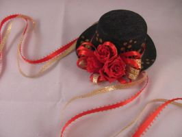 Red Roses Hat by spongekitty