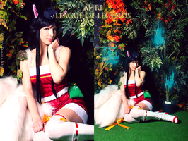 Ahri - League of Legends cosplay by Nyandalee