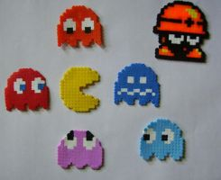 HAMA beads Metool and Pacman by HareTrinity