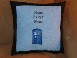 Tardis Pillow by quiltoni
