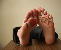 I Love Feet by KarinaDreamer
