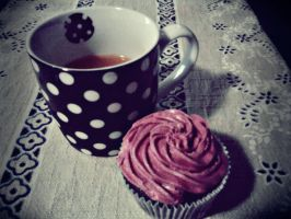 my tea and my cupcake by ravenapin
