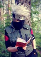 Kakashi Hatake Cosplay - reading Icha icha ~ by TheDeathIsArt