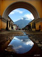 Arch in Antigua Guatemala by juan-arita