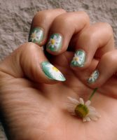 Daisy Nails by XsanaanX