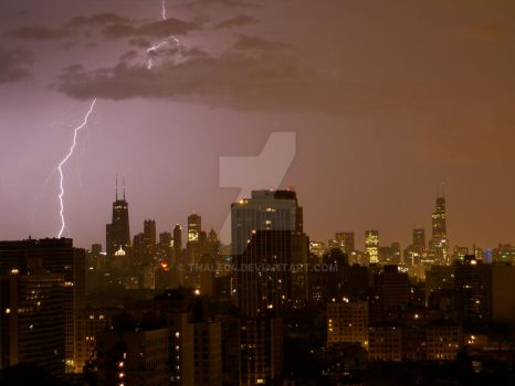 lightning in the city by thale04