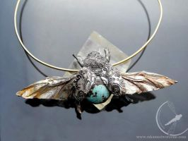 Flying beetle necklace by RekamiStworzone