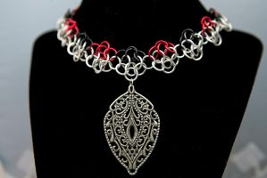 Chainmaille Choker with Leaf Pendant by TiAMeChainmaille