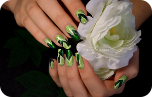 green leaves nail art by Tartofraises