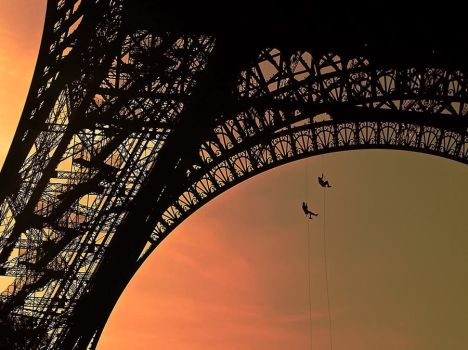 Climbing on the Eiffel Tower by Symulakrum