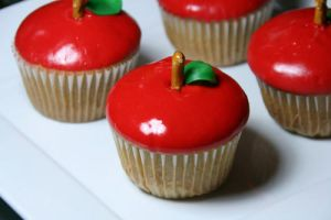 Apple Cupcakes by CreamTroll