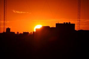 Sunset in the city by patamfreti