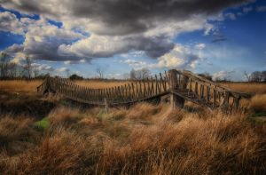 Bridge in field by lichtschrijver