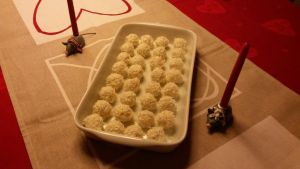 Snowballs (Christmas confectionery) by Miretz