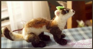 Needle Felted Ferret by Piquipauparro