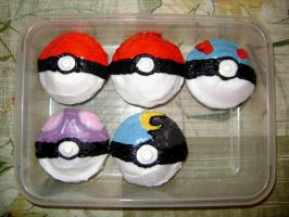 Pokeball Cupcakes by BlondeClutz19
