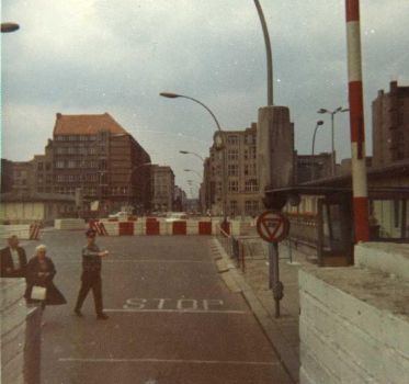 Checkpoint Charlie 1967 by Gottingen