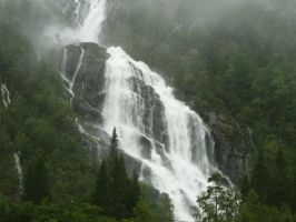 Massive waterfall in Norway by hayahayaha