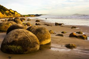 Moeraki Boulders by hesitation