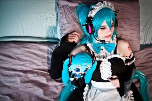 Miku Maid : Sleeping by vensii