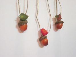 Peter Pan acorn necklace by kaztielkrafts