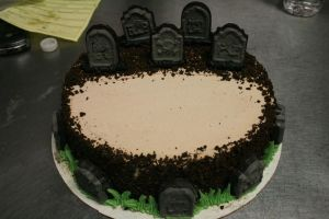 grave yard cake by sunfoot