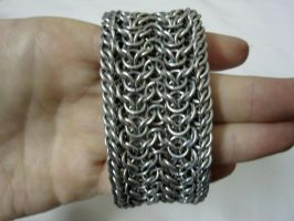 Chainmaille cuff by Kieuomo