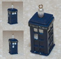Teeny Tiny Cardboard TARDIS by angermuffin