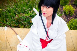 Kikyo Resting [Inuyasha Cosplay] by firecloak